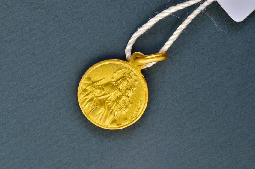 Médaille baptême vierge couronnée à l'enfant en or