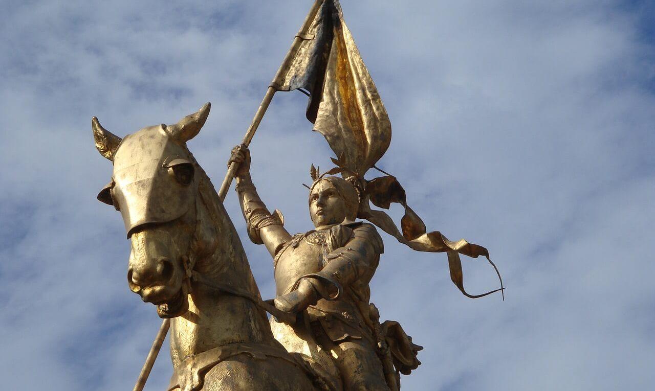 Statue de Jeanne d'Arc à Paris place des Pyramides